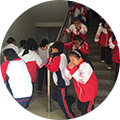 119消防日学校组织消防演练